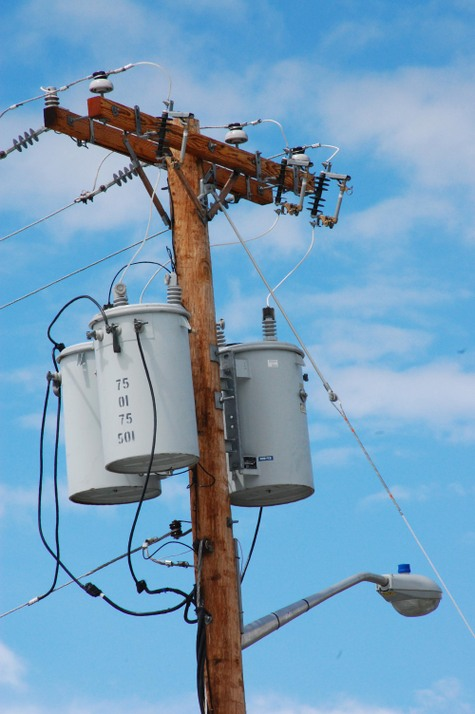 Power_pole_with_transformers