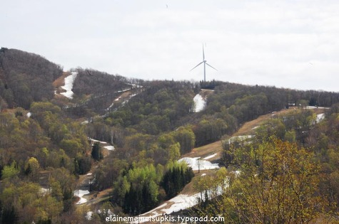Jiminy_peak_wind_mill_north