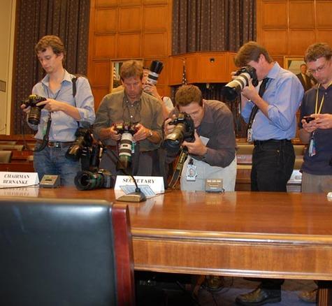 Photographers_swarm_empty_desk