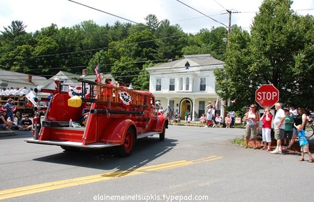 Berlin_ny_parade_old_red_fire_engin